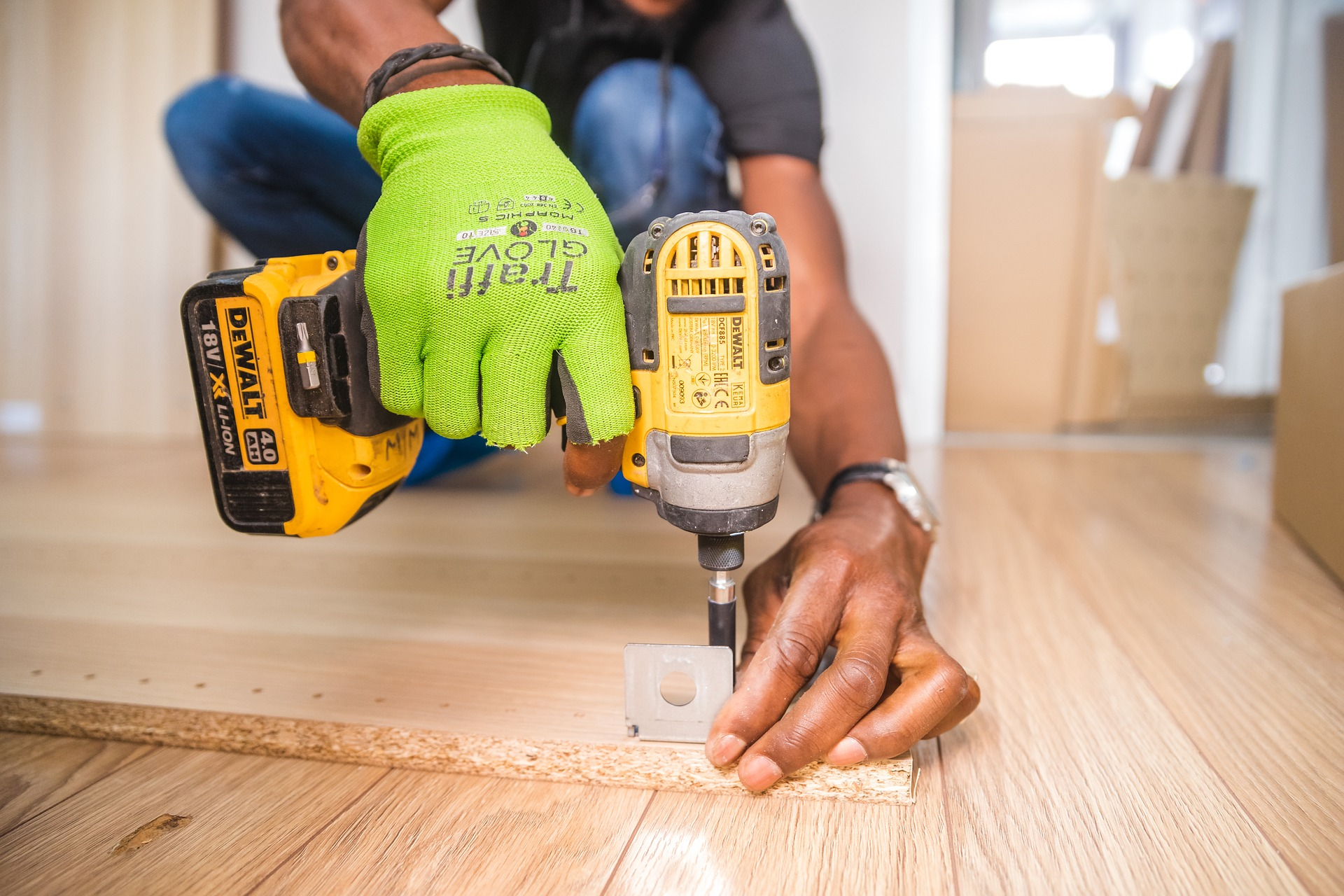 Tips of Drilling screw into wood